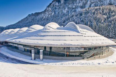 inzell-winter-eishalle-max-aicher-arena-außenansicht4.jpg